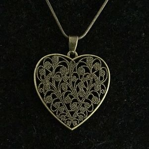 BRASS FILAGREE HEART PENDANT NECKLACE
